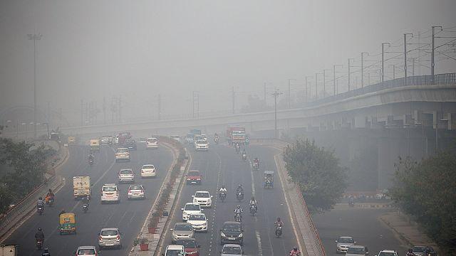 Índices de poluição em Nova Deli levam a medidas extremas