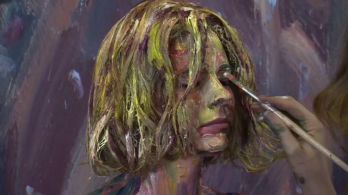 Alexa Meade modelljeit festménnyé változtatja