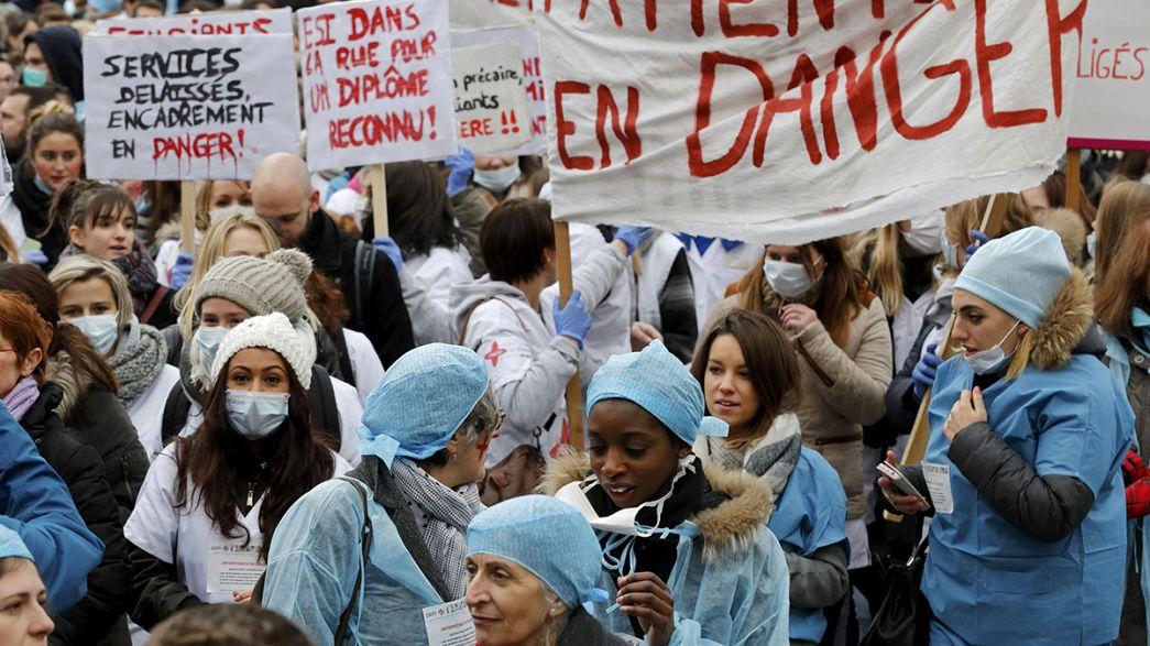 França: Profissionais de saúde protestam contra degradação das condições de trabalho