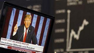 Διστακτικότητα αλλά όχι κατάρρευση στις αγορές μετά τη νίκη Τραμπ