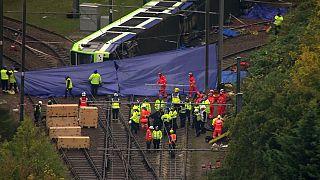 Al menos cinco muertos y decenas de heridos en un accidente de tranvía en Londres