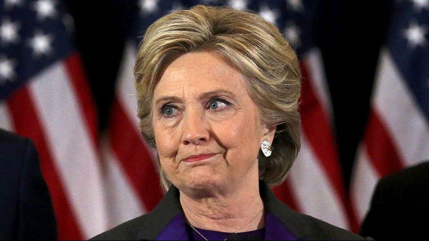 Hillary Clinton tiende la mano a Donald Trump