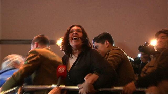 Chili : des fonctionnaires en colère manifestent dans le parlement