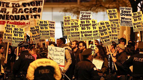 США: антитрамповские шествия с битьем окон и поджогами