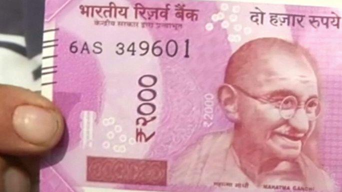 Hindistan hükümeti 500 ve 1000 rupilik banknotları piyasadan çekti