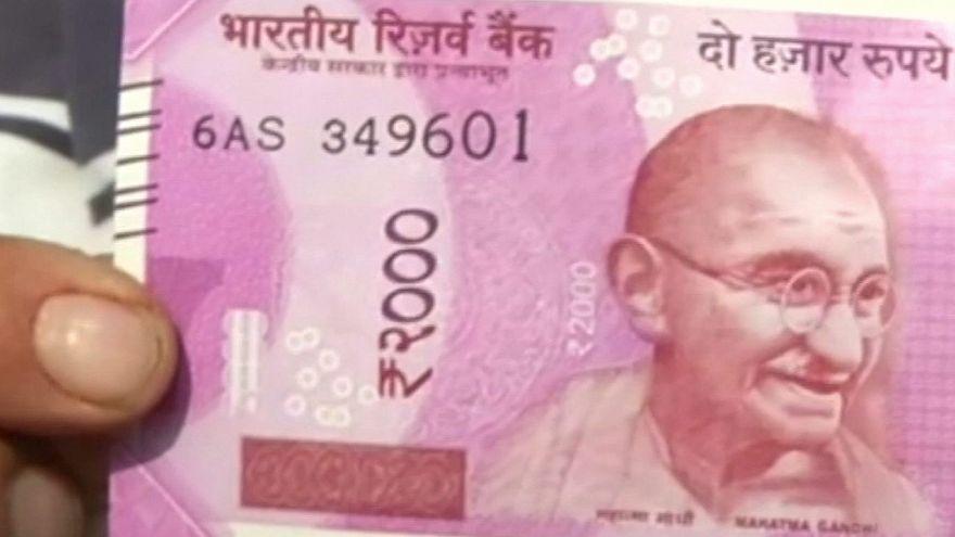 В Индии выводятся из обращения крупные банкноты