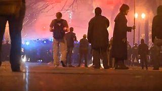 Gases lacrimógenos y violencia en manifestaciones anti-Trump