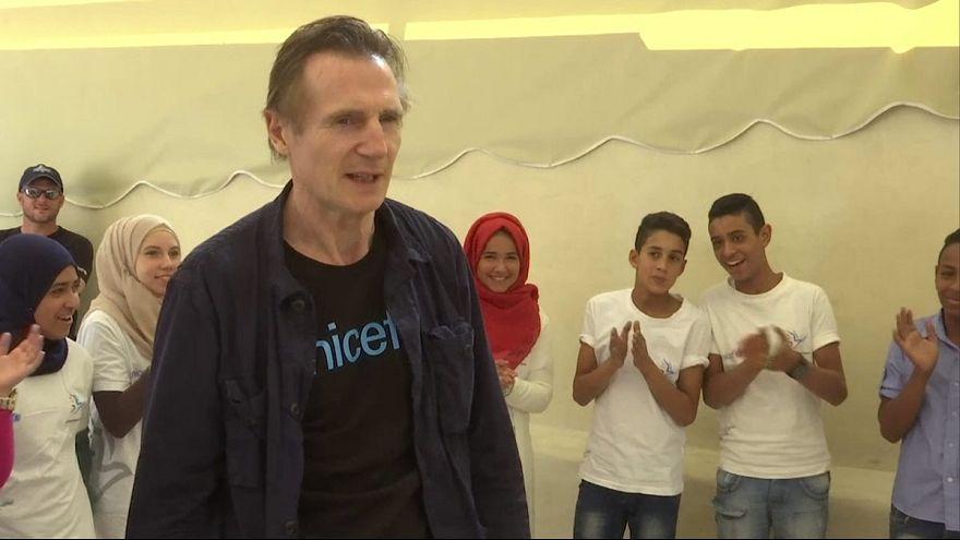 Лиам Нисон посетил лагерь сирийских беженцев в Иордании