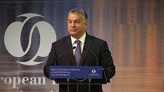 Orbán combatirá las cuotas para repartir refugiados desde Bruselas después de que el Parlamento rechazara su enmienda constitucional