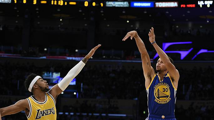 Curry on target as Golden State down Nuggets