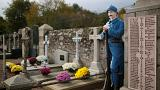 Armistice day 2016: Britain and France remember war dead