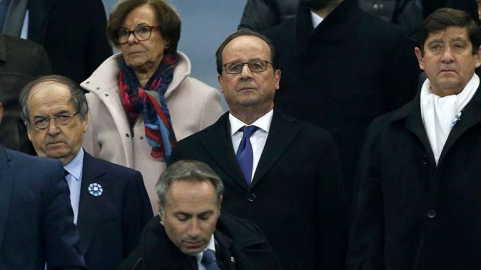 """Год спустя. Минута молчания на парижском """"Стад де Франс"""""""