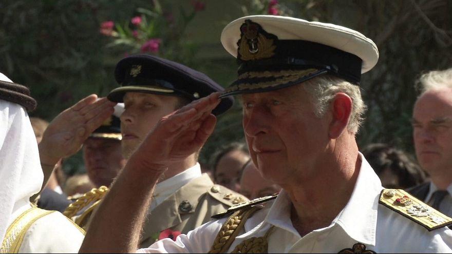 Il principe Carlo e il principe Harry celebrano l'Armistizio
