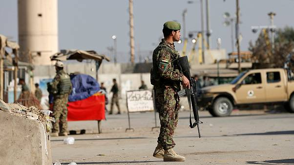 Ataque bombista Taliban na maior base da NATO