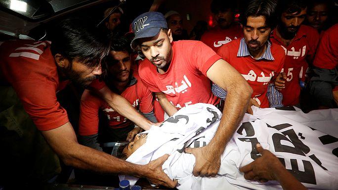 Pakistan'da türbeye intihar saldırısı: En az 52 ölü