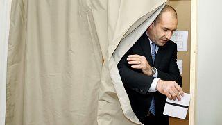 """Election présidentielle en Bulgarie : le """"général rouge"""" favori"""