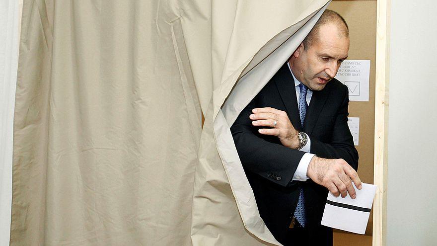 Bulgaristan'da halk cumhurbaşkanını belirlemek üzere sandık başında