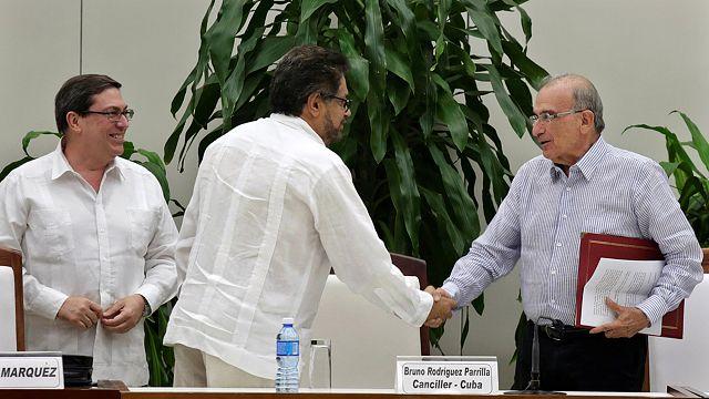 الحكومة الكولومبية وحركة فارك توقعان اتفاق سلام جديد معدل ومنقح