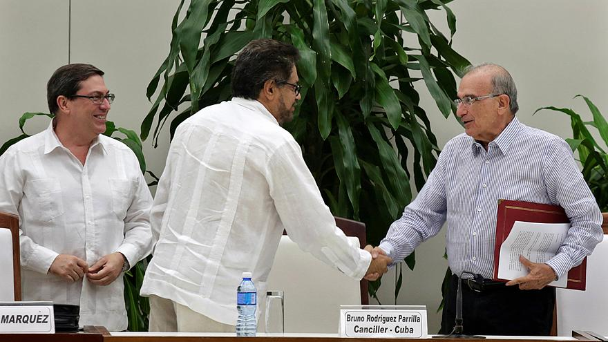 Colombian government and FARC strike revised peace deal