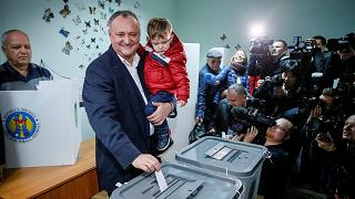 Second tour de l'élection présidentielle en Moldavie avec un candidat pro-russe et une pro-européenne