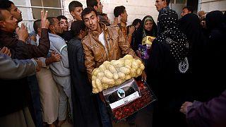 Iraq: distribuzione di cibo per chi ritorna a casa