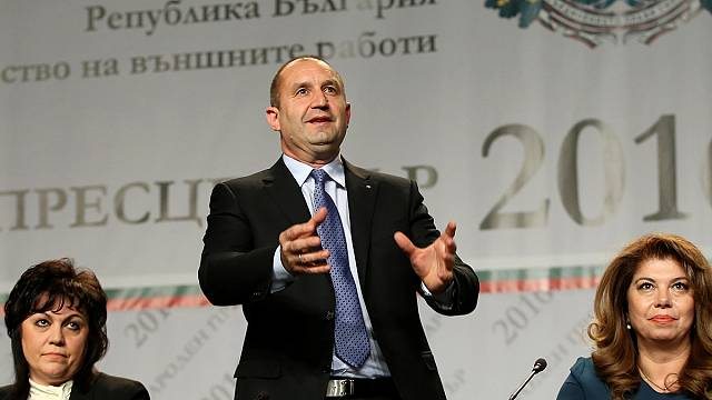 فوز رومن راديف المقرب من موسكو بالانتخابات الرئاسية البلغارية