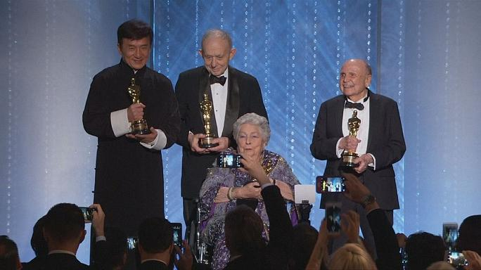 النجم جاكي شان يتحصل على جائزة الأوسكار الفخرية