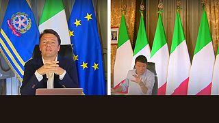 رئيس وزراء ايطاليا ماتيو رينزي يزيل علم الإتحاد الأوروبي
