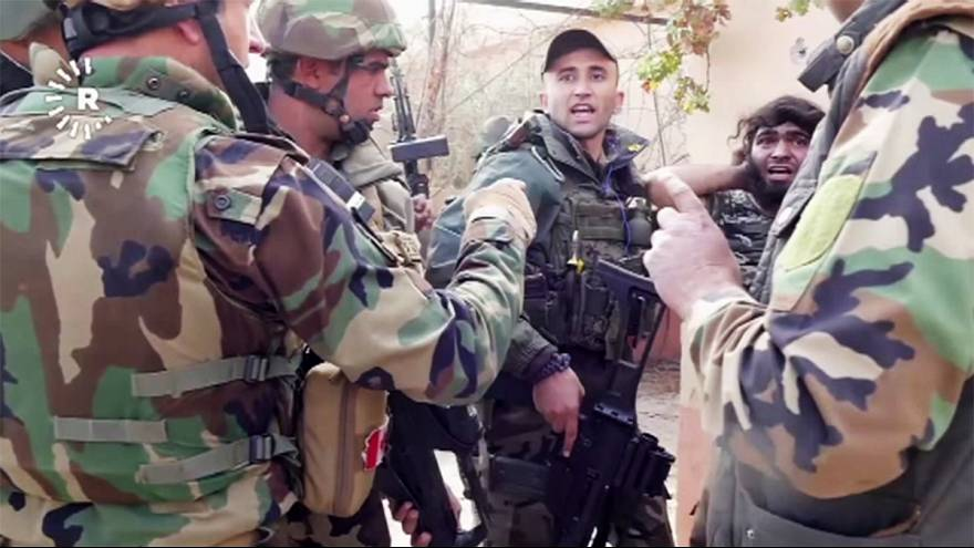 في العراق....شاهد لحظة القاء القبض على أحد عناصر داعش