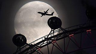 القمر العملاق يطل بعد غياب سبعة عقود