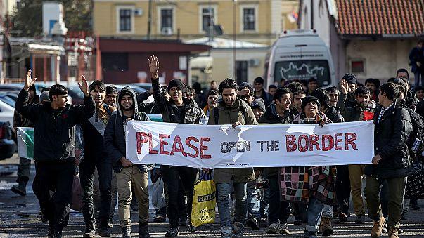 Marching migrants blocked at border