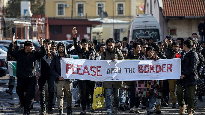 Marching migrants blocked at border