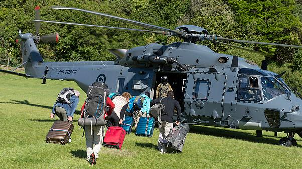 La Nuova Zelanda dopo il sisma: marina ed elicotteri per evacuare i turisti