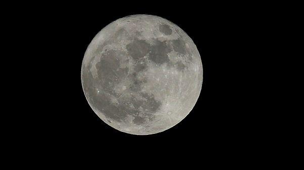 """""""Super lua"""" em imagens"""