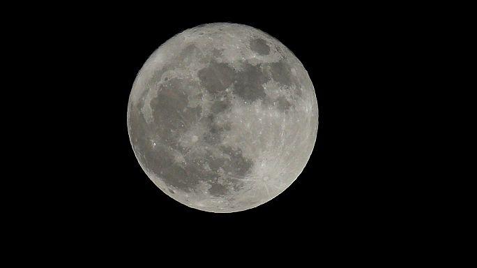 """La """"super Lune"""" sous tous les angles"""
