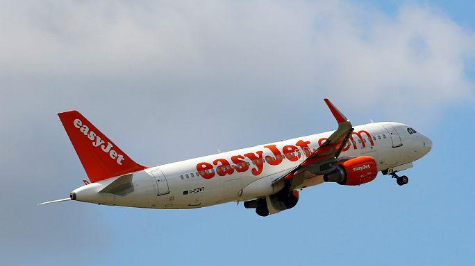 Weaker pound hits easyJet's profit