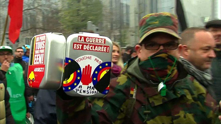 Vízágyúval lőttek a tüntető belga katonákra