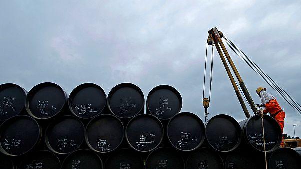 Fuertes subidas del petróleo a la espera del acuerdo de la OPEP