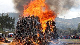 Kenya : des milliers d'armes à feu illégales incinéré