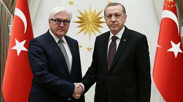 A német külügyminiszter hűvös hangulatú ankarai látogatása