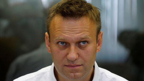المحكمة العليا في روسيا تقرر إلغاء الحُكم بالسجن ضد المعارض نافالني وإعادة محاكمته