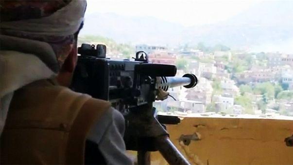 Violentos combates en Yemen pese al acuerdo de paz pactado para hoy