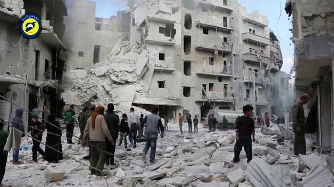 Halep'de hastaneler vuruldu: 32 ölü