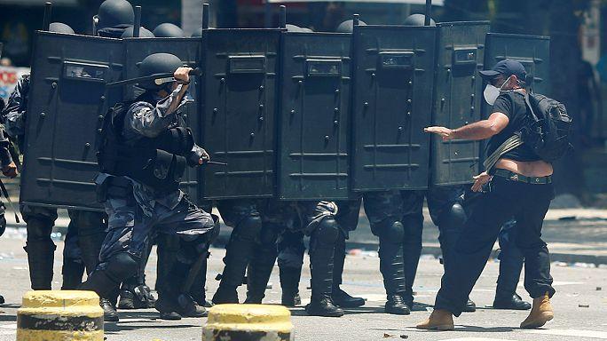 Demonstranten dringen in brasilianisches Parlament ein