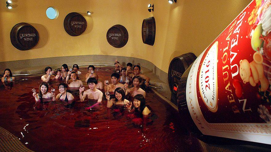 """Japão: A banhos com """"Beaujolais Nouveau"""""""