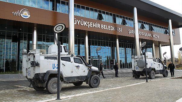 El Gobierno turco interviene otros tres ayuntamientos kurdos y detiene a un alcalde