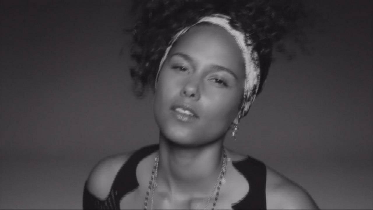 "Alicia Keys : ""Here"" l'album de la maturité"