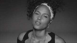 """Ecco """"Here"""" di Alicia Keys"""