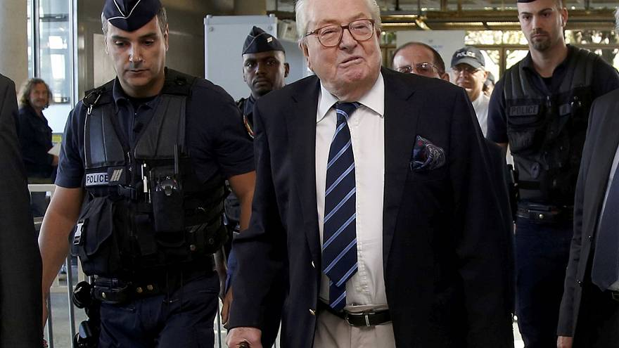 Jean-Marie Le Pen mantiene la presidencia de honor del Frente Nacional