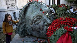 Los griegos arremeten contras las políticas de austeridad en el 43 aniversario de la insurrección estudiantil